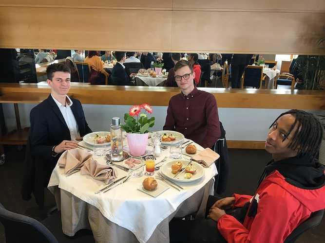 Cordée de la réussite: les bonnes manières à table table5