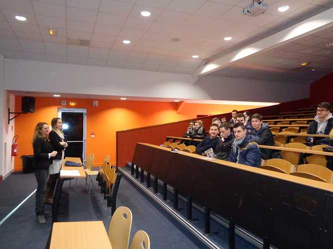 Le service de la Jeunesse et de Sports rencontre les étudiants du Pôle SUP 0