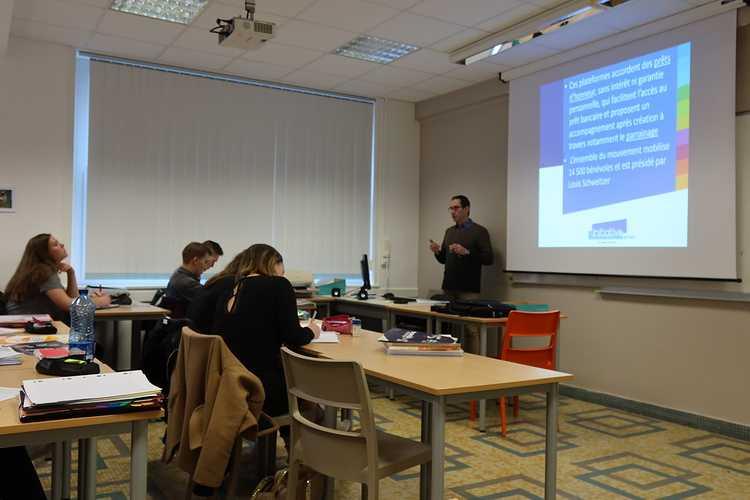 """Une conférence-débat sur le thème """"l''opération de reprise d''entreprise"""" pour les étudiants en BTS Gestion de la PME img0651"""