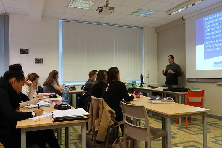 """Une conférence-débat sur le thème """"l''opération de reprise d''entreprise"""" pour les étudiants en BTS Gestion de la PME 0"""